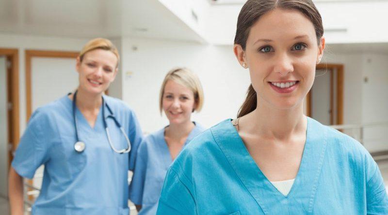 Equipo de enfermeras y auxiliares